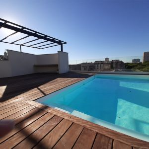 Vignette Création et aménagement d'une piscine sur une toiture terrasse