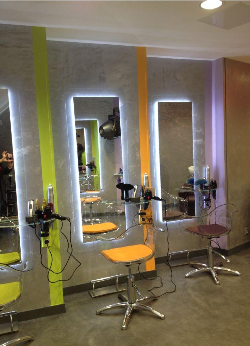 Un Salon De Coiffure Homme Moderne ~ Design D\'intérieur et ...